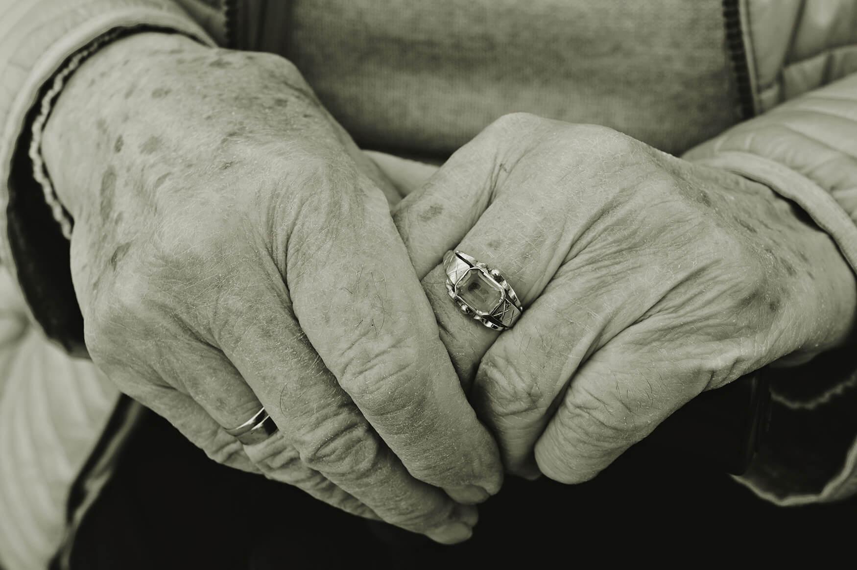 Autor:Suzana-Prnjat-ruke